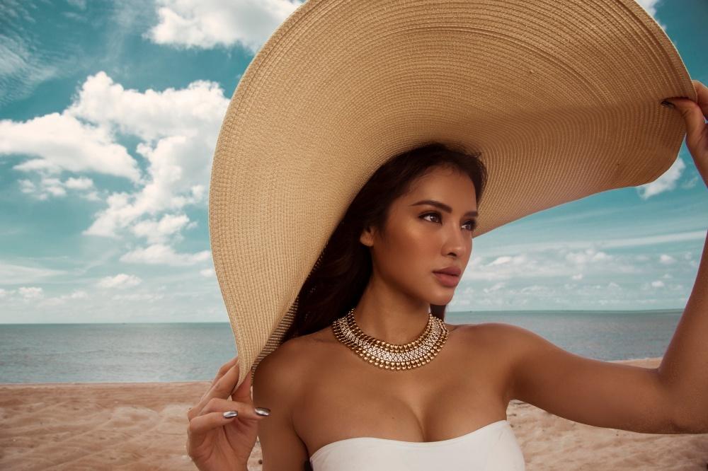 """Phương Trinh Jolie sở hữu siêu vòng ba 98cm và vòng 1 căng đầy """"đốt mắt"""" người hâm mộ"""